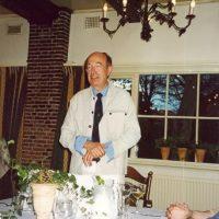 De voorzitter van het Hoogewerff-Fonds, prof.ir. C.M. van den Bleek, richt zich in zijn toespraak tijdens het diner tot Dr. A.J.H. Nollet en Prof.ir. W. Herman de Groot.