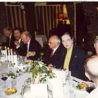 Enkele bestuursleden en oud-bestuursleden van het Hoogewerff-Fonds tijdens het diner ter gelegenheid van het afscheid van de bestuursleden Dr. A.J.H. Nollet en prof.ir. W. Herman de Groot.