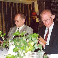 Bestuurslid prof.dr.ir. J.C. Schouten (links) en oud-bestuurslid prof.drs.ir. J. Groot Wassink.