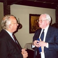 Oud-bestuursleden prof.dr.ir. D. Thoenes (links) en prof.drs. P.J. van den Berg.