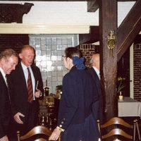 V.l.n.r. vice-voorzitter prof.dr.ir. H. de Waal, oud-bestuurslid prof.drs.ir. J. Groot Wassink, en de administrateur van het Hoogewerff-Fonds mevrouw C.M. van der Loo-Vreeburg.