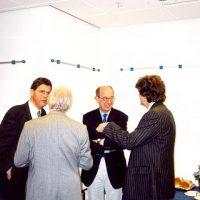 Uiterst links bestuurslid dr.ir. M.M.G. Senden; 2e van rechts, prof.ir. C.M. van den Bleek; uiterst rechts, prof.dr.ir. G.F. Versteeg.
