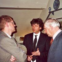 V.l.n.r. bestuursleden prof.dr.ir. J.C. Schouten en prof.dr.ir. G.F. Versteeg en secretaris-penningmeester prof.ir. W. Herman de Groot in gesprek.